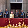La reine Elizabeth II, entourée de son mari le duc d'Edimbourg, du prince Andrew, du prince Edward et de la comtesse Sophie de Wessex, et du prince William, commémorait le 10 juillet 2015 à Buckingham Palace les 75 ans de la Bataille d'Angleterre.