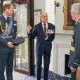 Le duc d'Edimbourg s'emporte et invective le photographe, le 10 juillet 2014 en présence du prince Edward et du prince William, lors d'une photo de groupe au RAF Club à Londres en l'honneur des vétérans pour le 75e anniversaire de la bataille d'Angleterre.