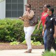 """Tina Brown - Les membres de la famille de Bobbi Kristina Brown arrivent au """"Peachtree Christian Hospice"""" pour lui rendre visite à Duluth en Georgie, le 1er juillet 2015."""