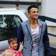 Peter Andre quitte les studios ITV en compagnie de ses enfants Junior et Princess. Londres, le 31 octobre 2012