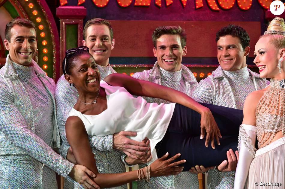 Exclusif - Marie-José Pérec entourée des artistes du Moulin Rouge à Paris le 21 juillet 2015.