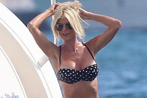 Victoria Silvstedt, très sexy, fait monter la température à Saint-Tropez !