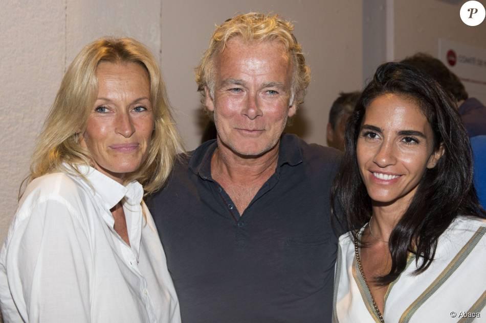 Franck Dubosc, son épouse Daniele et Estelle Lefébure au spectacle Madame Foresti durant le 31e Festival de Ramatuelle, le samedi 1er août 2015.