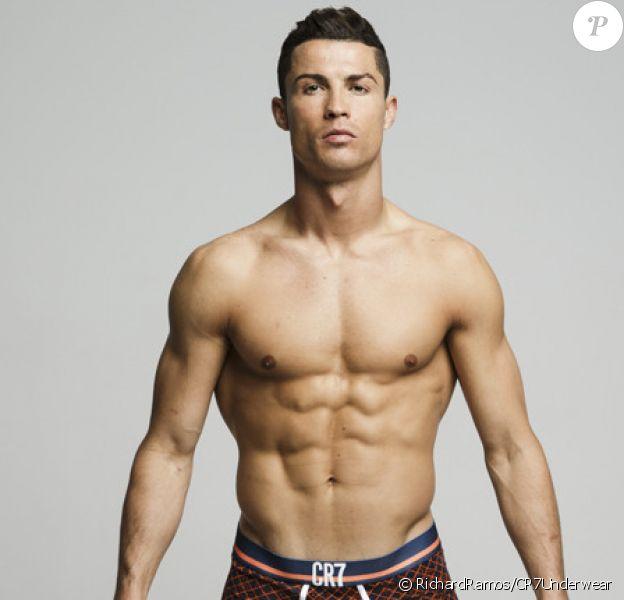 Cristiano Ronaldo pose pour sa collection de sous-vêtements. Les photos ne seraient pas retouchées - août 2015