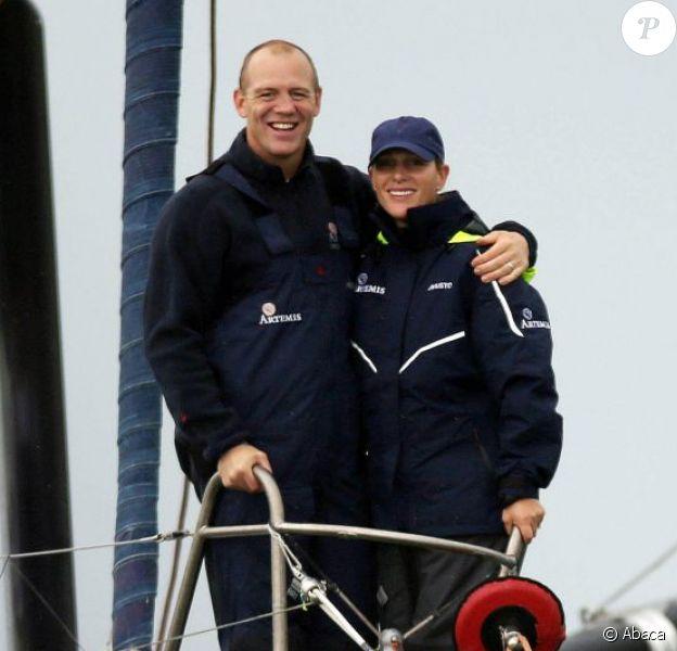 Zara Phillips et Mike Tindall, amoureux par tous les temps, participaient une nouvelle fois à la régate caritative Artemis Sailing Challenge à bord de l'Artemis Ocean Racing le 13 août 2015 lors de la Semaine de Cowes (Aberdeen Asset Management Cowes Week) au large de l'île de Wight.