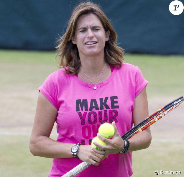 Amélie Mauresmo, enceinte, à Wimbledon à Londres le 7 juillet 2015. La championne française a accouché le 16 août 2015 de son premier enfant.