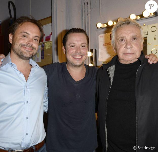 """Michel Sardou et ses fils Romain et Davy après la représentation de ce dernier au Théâtre Rive-Gauche dans la pièce """"Georges et Georges """" à Paris le 2 septembre 2014."""