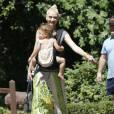 Exclusif - Gwen Stefani en compagnie de ses trois fils arrivent à une fête d' anniversaire à Los Angeles Le 30 Août 2015