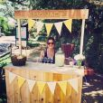 Sarah Michelle Gellar et son stand de limonade / photo postée sur le compte Instagram de l'actrice américaine.