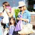 Exclusif - Sarah Michelle Gellar va déjeuner avec sa fille Charlotte à Brentwood, le 18 juin 2015.