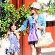 Exclusif - Sarah Michelle Gellar va déjeuner avec sa fille Charlotte à Brentwood, le 18 juin 2015. P