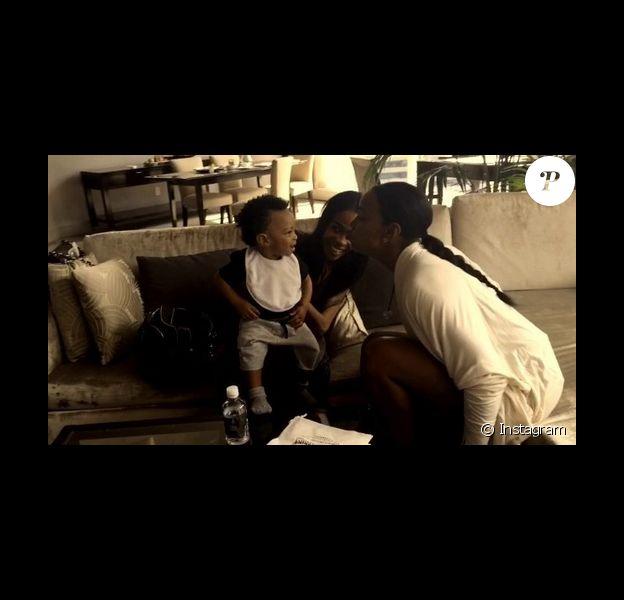 Michelle Williams et Kelly Rowland chantent pour le petit Titan Jewell / photo postée sur Instagram.