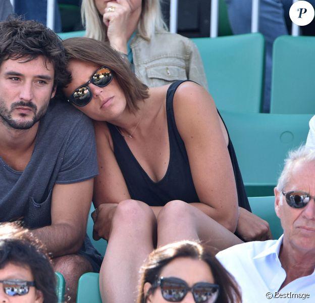Laure Manaudou et son compagnon Jérémy Frérot dans les tribunes de Roland-Garros lors de la finale des Internationaux de France à Paris, le 7 juin 2015