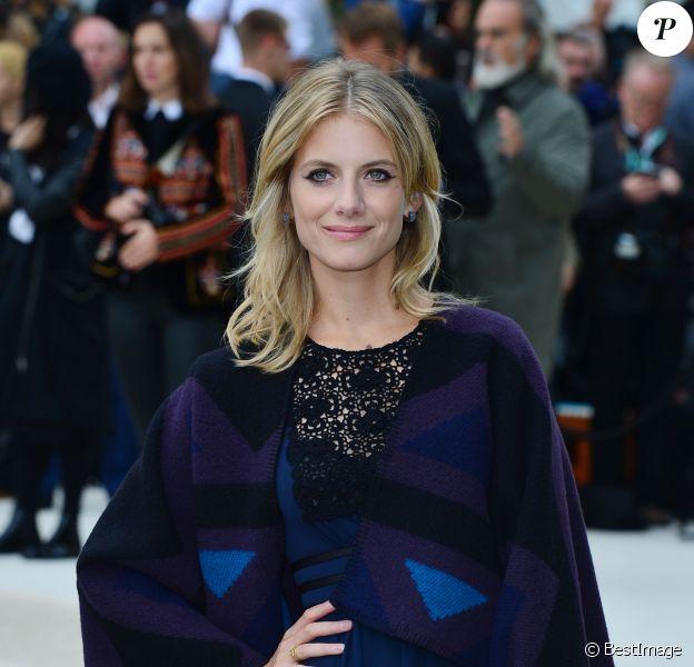 """Mélanie Laurent au défilé de mode """"Burberry"""", printemps-été 2016, lors de la fashion week de Londres. Le 21 septembre 2015"""