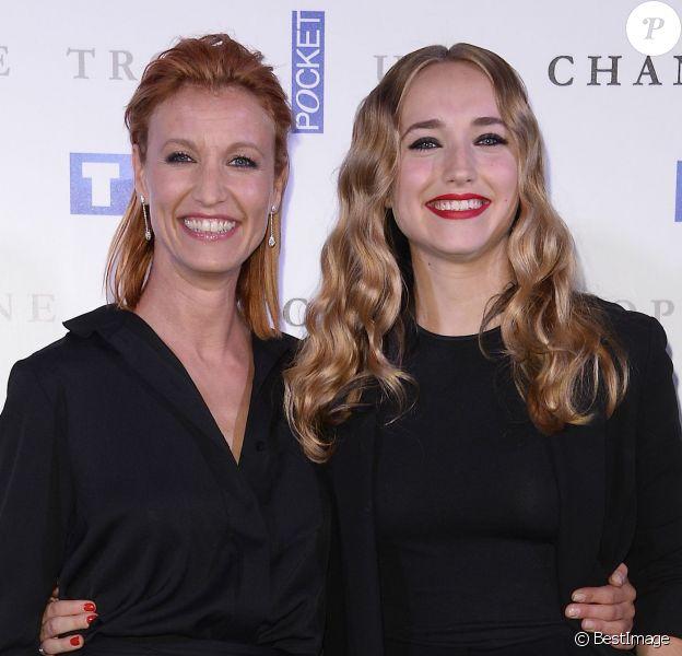 """Alexandra Lamy et sa fille Chloé Jouannet - Avant-première de la série """"Une chance de trop"""" au cinéma Gaumont Marignan à Paris, le 24 juin 2015."""
