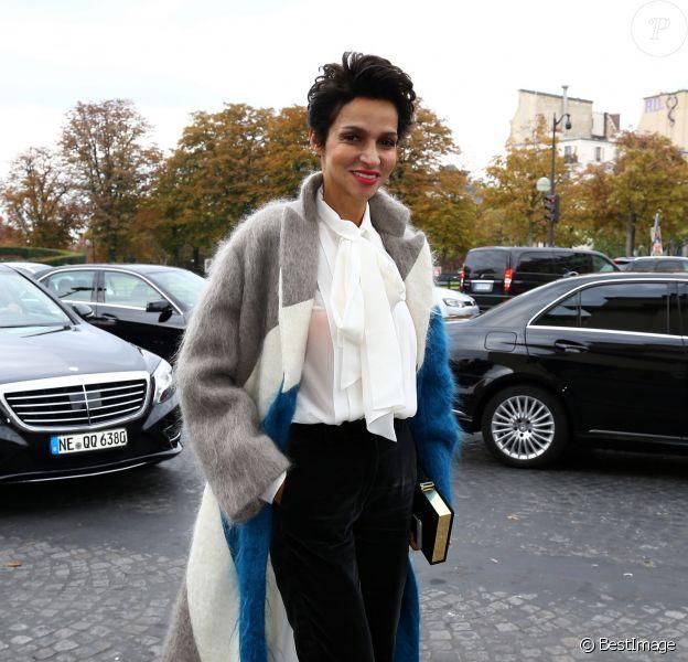 Farida Khelfa arrive au Théâtre National de Chaillot pour assister au défilé Haider Ackermann (collection prêt-à-porter printemps-été 2016). Paris, le 3 octobre 2015.