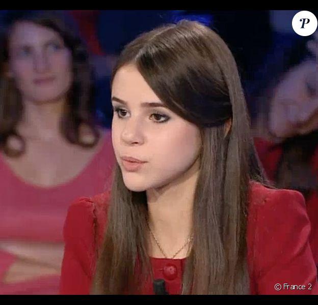 La jeune Marina Kaye remet Yann Moix à sa place dans l'émission On n'est pas couché sur France 2, le 3 octobre 2015.