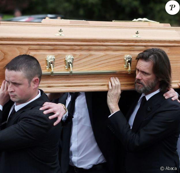 Jim Carrey lors des funérailles de sa compagne Cathriona White, au sein de l'église Our Lady of Fatima dans son village natal de Cappawhite, à Tipperary, en Irlande, le 10 octobre 2015