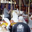 Exclusif - Céline Dion et ses fils Nelson et Eddy font des tours de manège au Disneyland d'Anaheim en Californie le 15 octobre 2015.