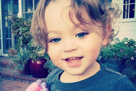 Megan Fox : Maman en plein divorce, elle célèbre son fils Bodhi, irrésistible