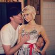 Jake Bailey, maquilleur des stars adoré ici avec son amie de longue date Paris Hilton, est mort à 37 ans le 22 octobre 2015. Un suicide, vraisemblablement... Photo Instagram Jake Bailey.