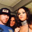 Jake Bailey (ici avec Selena Gomez), maquilleur des stars adoré notamment par Katy Perry et Ashley Benson, est mort à 37 ans le 22 octobre 2015. Un suicide, vraisemblablement... Photo Instagram Jake Bailey.
