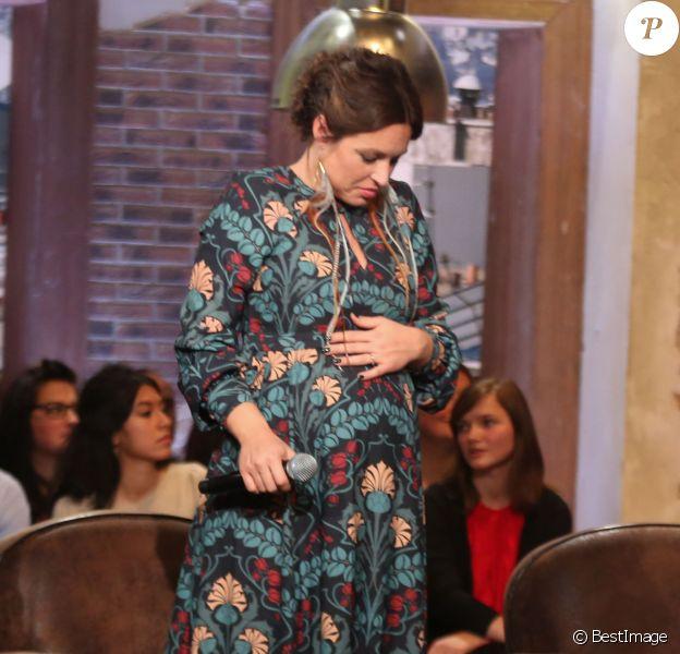 """Exclusif - La chanteuse Natasha St-Pier, enceinte, lors de l'enregistrement de l'émission """"Du côté de chez Dave"""" à La Plaine Saint Denis, le mardi 20 octobre 2015. Diffusion sur France 3 le dimanche 25 octobre 2015."""