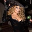 Mariah Carey déguisée en sorcière sexy fête Halloween avec ses enfants, les jumeaux Monroe et Moroccan, déguisés en Batman et Batgirl / photo postée sur Instagram.