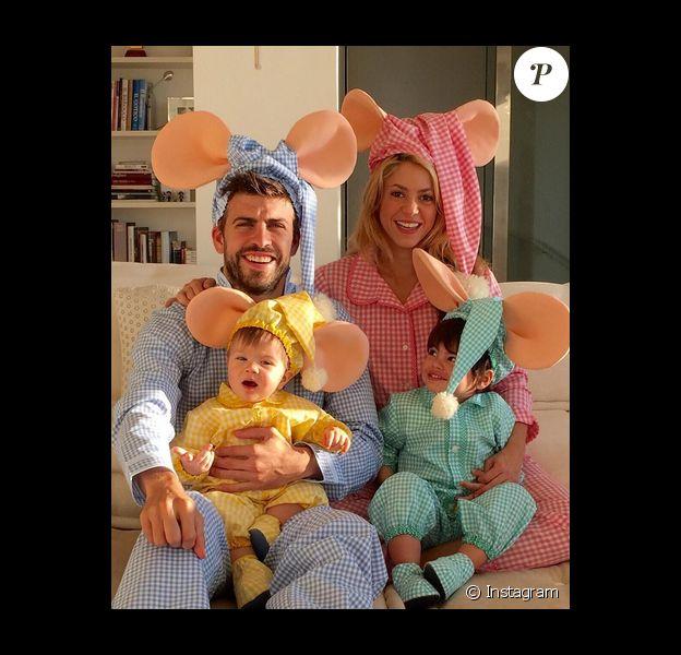 Shakira, son compagnon Gérard Piqué et leurs enfants Milan et Sasha déguisés en Topo Gigio pour Hallowen / photo postée sur Instagram.