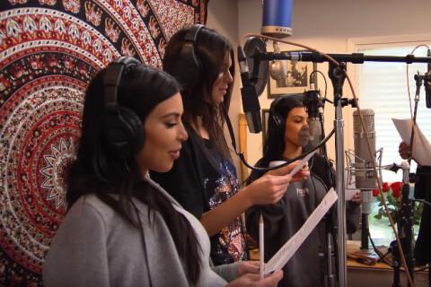 Les soeurs Kardashian-Jenner et Caitlyn : Chanteuses pour l'anniversaire de Kris