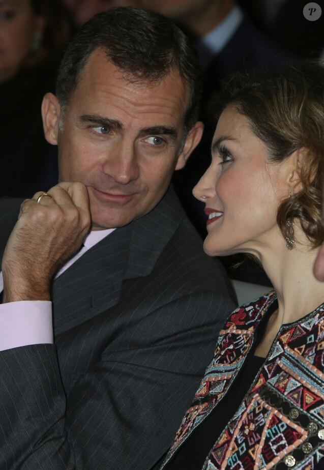 Letizia et Felipe VI d'Espagne décernaient le 12 novembre 2015, lors d'une cérémonie à la Ciudad BBVA à Madrid, les accréditations attribuées aux nouveaux ambassadeurs de la Marque Espagne, pour la 6e édition de cette initiative biennale récompensant des personnes physiques ou morales pour leur engagement au service du rayonnement de l'Espagne.
