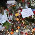Hommage devant le Bataclan - Illustration des hommages pour les victimes des attentats terroristes à Paris, le 17 novembre 2015. ©Denis Guignebourg/Bestimage