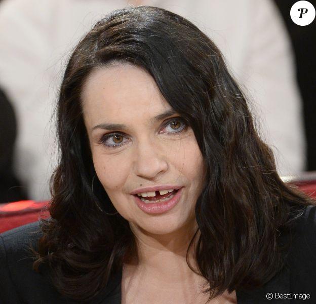 """L'actrice Béatrice Dalle - Enregistrement de l'émission """"Vivement Dimanche"""" le 23 avril 2014 au studio Gabriel à Paris."""