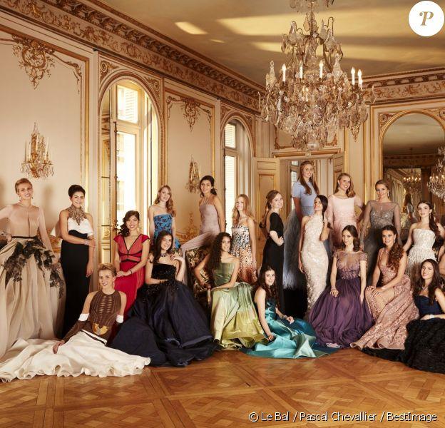 Exclusif - Photo de groupe des 20 débutantes qui vont participer à la vingt-troisième édition du Bal au Palais de Chaillot à Paris, le 28 novembre 2015. © Le Bal / Pascal Chevallier / BestImage
