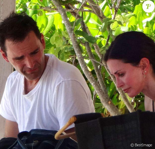 Exclusif - Courteney Cox et son fiancé Johnny McDaid passent des vacances en amoureux à Cancun, le 14 mai 2015