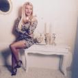 Amélie Neten prend la pose pour sa propre marque de vêtements. Septembre 2015.