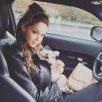 Nabilla et sa chienne Pita. Décembre 2015.