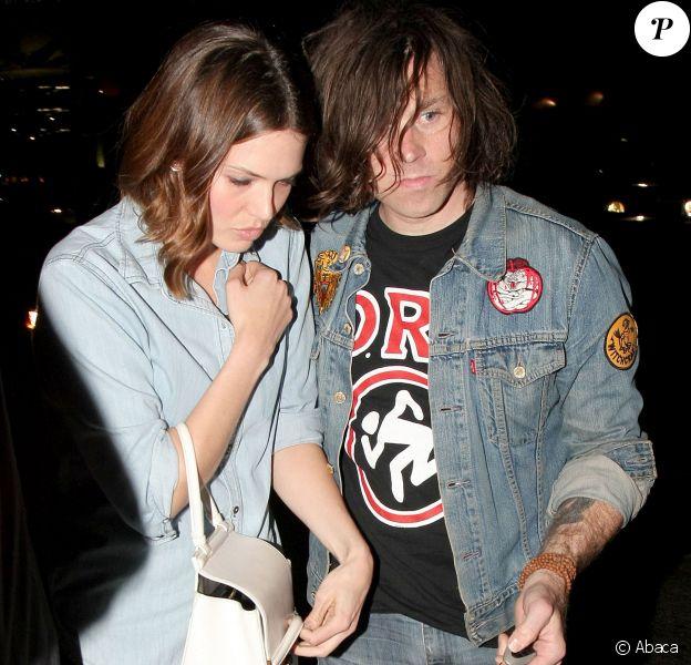 Mandy Moore et Ryan Adams signent des autographes à la sortie du club Largo à Los Angeles, le 26 juin 2014
