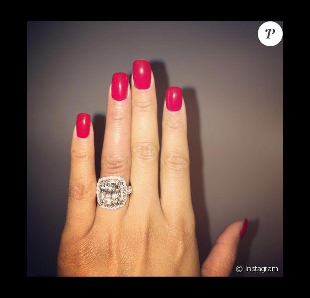 Nicki Minaj et Meek Mill se sont-ils mariés ? La photo d'une nouvelle bague postée le 10 décembre 2015 sur le compte Instagram de la chanteuse relance les soupçons.