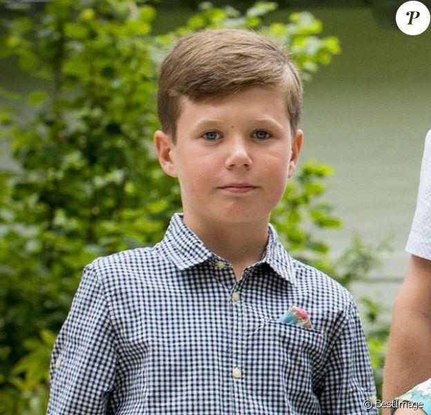 La princesse Mary et le prince Frederik de Danemark à la parade équestre au château de Grasten avec leurs enfants le prince Christian, la princesse Isabella et les jumeaux, le prince Vincent et la princesse Josephine le 19 juillet 2015