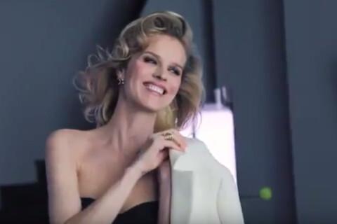 Eva Herzigova, la quarantaine radieuse, nous charme encore pour Dior
