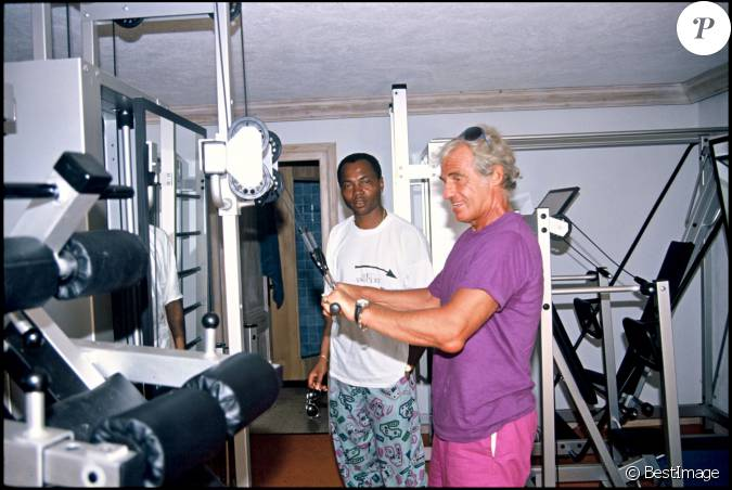 exclusif jean paul belmondo et alan coriolan dans une salle de musculation saint tropez en. Black Bedroom Furniture Sets. Home Design Ideas