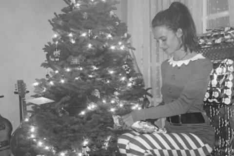 "Tom Felton gâté par son adorable ""elfe"" de Noël, sa chérie Jade Olivia"