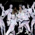 """Katy Perry et Kanye West interprètent la chanson """"E.T."""" sur le plateau d'American Idol Saison 10. Los Angeles, avril 2011."""