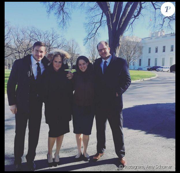 Amy Schumer et son boyfriend Ben Hanisch devant la Maison Blanche (photo postée le 5 janvier 2016)