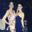 Rosalind Ross pose avec une amie pendant les Golden Globes 2016 auxquels son chéri Mel Gibson était invité. Le 10 janvier 2016.