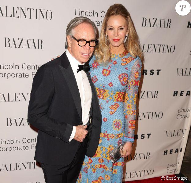 Le styliste Tommy Hilfiger et Dee Ocleppo au gala de charité 'An Evening Honoring Valentino' à New York, le 7 décembre 2015