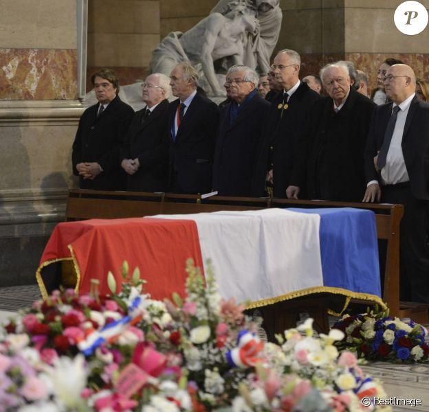 Bernard Tapie, Jean-Claude Gaudin ou encore Michel Sapin faisaient partie des personnalités qui ont assisté aux obsèques d'Edmonde Charles-Roux en la cathédrale de la Major (Sainte-Marie-Majeure) à Marseille le 23 janvier 2016.