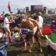 Candice Accola (The Vampire Diaries) et Joe King du groupe The Fray réalisant un de leurs fameux ''dips'' lors d'un festival de jazz, photo Instagram, 2015. Le couple a annoncé le 31 août 2015 attendre son premier enfant.