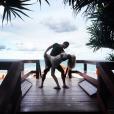 Candice Accola (The Vampire Diaries) et Joe King du groupe The Fray réalisant un de leurs fameux ''dips'' à Palm Beach, photo Instagram, 2015. Le couple a annoncé le 31 août 2015 attendre son premier enfant.